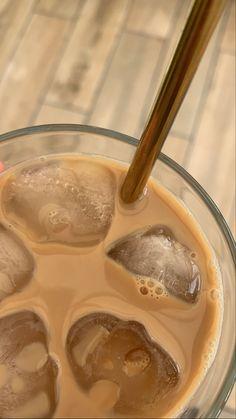 Cream Aesthetic, Aesthetic Coffee, Brown Aesthetic, Aesthetic Food, Coffee Love, Coffee Break, Iced Coffee, Coffee Drinks, Bebidas Do Starbucks