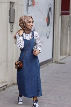 Kevsersarioglu Casual Dress with Jeans Slopet TL alisveris. Outfit Jeans, Hijab Jeans, Casual Hijab Outfit, Hijab Chic, Hijab Dress, Ootd Hijab, Fall Fashion Outfits, Winter Outfits, Autumn Fashion