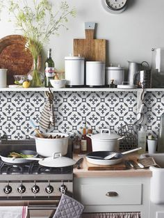 QUADROSTYLE offers you a fun & affordable way to update your home for a fraction of the cost. PEEL N' STICK tile adhesives that look like REAL tiles.
