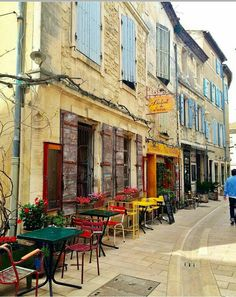 Saint remy de Provence.. France Provence Garden, Haute Provence, Provence France, Beautiful Paris, Beautiful Streets, Places To Travel, Places To Go, Paris Country, Sidewalk Cafe