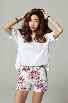 Really cute shorts,that top is cute but it needs to be a high low and it will rock!