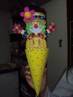 porta golosinas Clown Party, Circus Clown, Fiesta Party, Corpus Christi, Diy And Crafts, Carnival, Baby Shower, Dolls, Fun