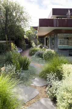 18 stunning grass garden ideas for backyard (5)