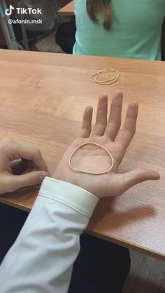 Amazing Life Hacks, Useful Life Hacks, Some Funny Videos, Funny Videos For Kids, Fun Diy Crafts, Paper Crafts, Cracked Wallpaper, Pen Tricks, Funny Kid Fails