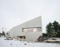 Schwäbischer Findling - Wohnhaus aus Dämmbeton von Steimle Architekten