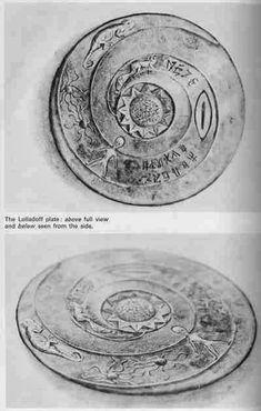Parece que o Egito não é o único lugar que tem sido visitada por extraterrestres em tempos antigos. Este prato chamado 'A placa Lolladoff' é datado e 12 mil anos de idade, prato de pedr… Ancient Aliens, Aliens And Ufos, Ancient History, Tudor History, Out Of Place Artifacts, Alien Theories, Magic Places, Art Chinois, Grey Alien