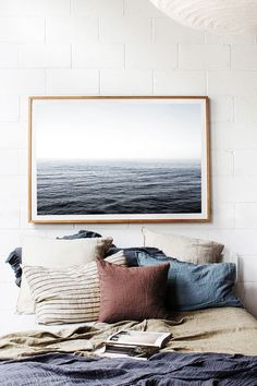 Bed imitates the painting