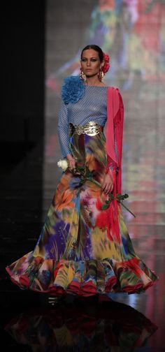 Chiffon Flamenco skirt - very effective, and the print is great Spain * Flamenco Costume, Flamenco Skirt, Flamenco Dancers, Moda Fashion, High Fashion, Fashion Show, 2015 Fashion Trends, Spanish Fashion, 15 Dresses