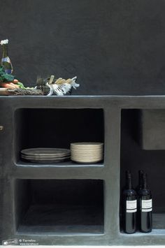 Maison Malou loves this kitchen made of tadelakt Modern Kitchen Design, Interior Design Kitchen, Kitchen Decor, Kitchen Taps, Moroccan Kitchen, Casa Cook, Houses In France, Concrete Kitchen, Beautiful Bathrooms