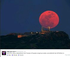 20 photos of the blood moon this morning