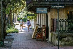 Bull Street: Savannah, GA - The South's Most Charming Streets - Southernliving. Bull oozes Southern charm with its cobblestone sidewalks, Spanish Moss, trimmed flowerbeds, antiques shops, and row houses. It's one of those postcard-perfect strips with plenty to do, yet not as much traffic as other bigger avenues.