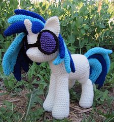 Vinyl Scrath My Lil Pony!  So cute! Crochet pattern by Nerdy Knitter on Ravelry