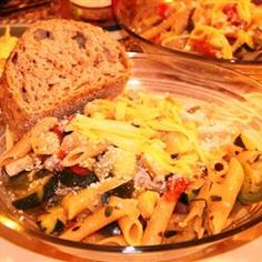 Pasta Primavera with Smoked Gouda Recipe made without onions habanero oil turkey substitute for onions thyme ground basil habanero hot sauce Pasta Pizza, Penne Pasta, Chicken Pasta, Gouda Recipe, Smoked Gouda Cheese, Asiago Cheese, I Want Food, Stewed Tomatoes, Kitchens