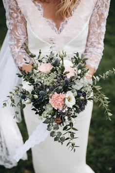 Robe de mariée N°20 Créatrice : Adélie Métayer  Photo : Amélia Hammond Lace Wedding, Wedding Dresses, Marie, Floral Wreath, Photos, Wreaths, Instagram, Zoom, Bouquets