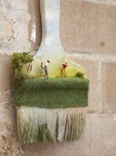Extraordinary sculpture mini people brush at Mint in London Small People Big World, Tiny World, People Photography, Macro Photography, Miniature Calendar, Miniature Crafts, Miniature Golf, Miniature Houses, Miniature Photography