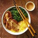 Lemongrass Pork & Spaghetti Squash Noodle Bowl with Peanut Sauce - Eating Well Magazine. In this Asian-flavored spaghetti squash recipe, thin slices of lean pork tenderloin are marinated with lemongrass, ginger, brown sugar and soy sauce. Spaghetti Squash Noodles, Spaghetti Squash Recipes, Vegetable Noodles, Vegetable Recipes, Healthy Cooking, Healthy Eating, Healthy Nutrition, Healthy Meals, Low Carb Noodles