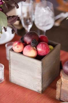 25 Wedding Centerpieces With Fruit and Other Fresh Ingredients Fruit Centerpieces, Rustic Wedding Centerpieces, Centerpiece Decorations, Wedding Flower Arrangements, Flower Decorations, Wedding Decorations, Centrepieces, Centerpiece Flowers, Wedding Tables