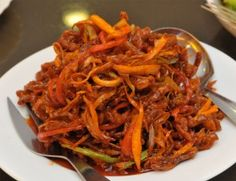 This crispy shredded beef dish is similar to what you will receive from a Chinese takeaway. It also has some added heat to it by using dry red chillies, which g