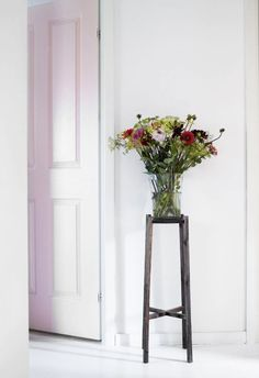 Beautiful summer bouquet in a vase from the Belgian glass artist Henry Dean.