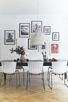 dining table with gallery wall (boligmagasinet. Dining Room Inspiration, Interior Inspiration, Vintage Apartment Decor, Interior Architecture, Interior Design, Living Spaces, Living Room, Dining Room Walls, Home Trends