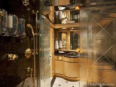 Master shower - LADY SHARON GALE Yacht Charter