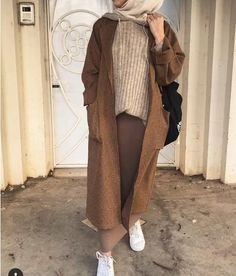 Muslim Fashion 620652392376424236 - Le Top Fashion Hijab de – Hijab Fashion and Chic Style Source by Modest Fashion Hijab, Street Hijab Fashion, Hijab Chic, Muslim Fashion, Modest Outfits Muslim, Hijab Fashion Casual, Modesty Fashion, Hijab Casual, Islamic Fashion