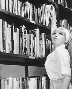 Books and Art The luscious librarian. Photograph by Cindy Sherman. Untitled Film Still Gelatin silver print. The Museum of Modern Art, New York. © 2012 Cindy Sherman. Stephen Shore, Alfred Stieglitz, Cindy Sherman Film Stills, Cindy Sherman Photography, Untitled Film Stills, Saatchi Gallery, Chef D Oeuvre, Wow Art, Female Photographers