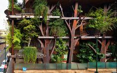 """Luciano Pía y su casa del árbol Pensado así por el arquitecto italiano, este edificio es un proyecto elaborado para ser un """"bosque viviente"""" en medio de la urbe. http://www.podiomx.com/2015/07/luciano-pia-y-su-casa-del-arbol.html"""