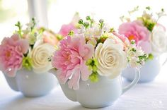 Matching teapots with flowers.