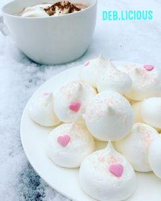 Merinque with hot chocolate