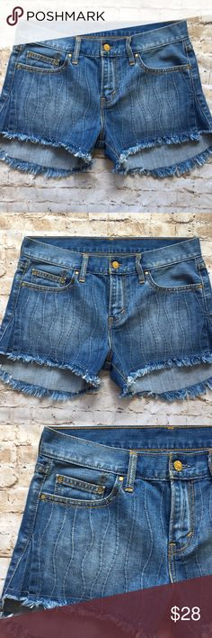 """Levis Denim Pick Stitch Jean Short Excellent condition  Size 27 Check out detail on side 15 1/4 waist 14"""" in back  11"""" long  2 1/2"""" inseam  Flat measurements  Non smoking environment💕 Levi's Shorts Jean Shorts"""