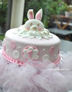 """Il y'a quelques jours nous avons fêté le premier anniversaire de ma petite Sofia (le temps passe vite!), pour cette occasion j'ai voulu lui préparer un gâteau unique, j'avais plein d'idées en tête mais finalement en la voyant jouer avec son """"doudou lapin""""..."""
