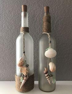 Old Wine Bottles, Wine Bottle Art, Glass Bottle Crafts, Painted Wine Bottles, Lighted Wine Bottles, Diy Bottle, Crafts With Wine Bottles, Bottle Glasses Diy, Decorate Wine Bottles