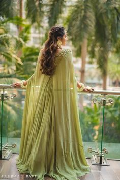 Elegant Mumbai Wedding With Beautiful Outfits. Muslim Wedding Dresses, Indian Wedding Outfits, Wedding Dress Sleeves, Bridal Dresses, Engagement Dress For Bride, Engagement Outfits, Indian Engagement Outfit, Indian Gowns, Pakistani Dresses