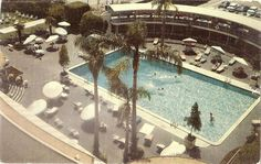 Beverly Wilshire pool in 1959 - pre Beverly Wing days. #BWHistory
