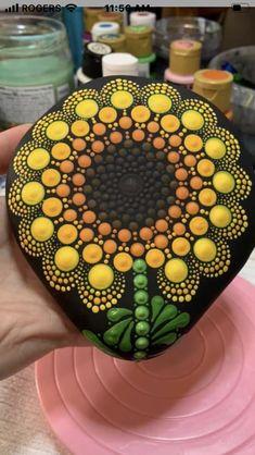 Stone Art Painting, Dot Art Painting, Mandala Painting, Pebble Painting, Pebble Art, Mandala Painted Rocks, Painted Rocks Craft, Mandala Rocks, Hand Painted Rocks