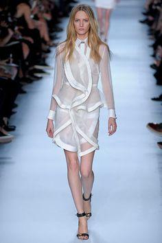 Givenchy - via @kennymilano #idemtikosay white is chic!