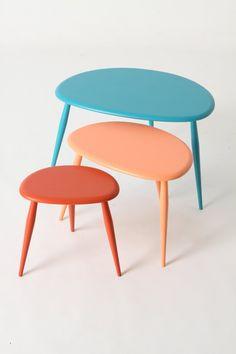 De kleuren zijn niet de mijne, maar de vorm van de tafeltjes des te meer.