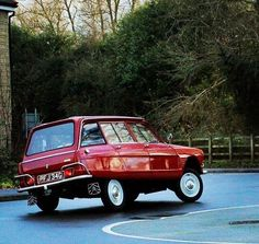French Classic, Classic Cars, Retro Cars, Vintage Cars, Automobile, Bmw 2002, Top Cars, Cute Cars, Sport Cars