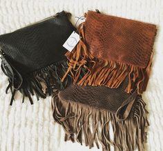 Más colores del bolsito Boho en piel y flecos !!!! Son espectaculares !!! 25€.
