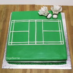 Badminton cake with shuttlecock - Badminton kage med fjerbold