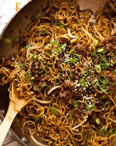 ramen noodle recipes Quick Asian Beef and Noodles (ground beef) in a skillet, fresh off the stove Quick Recipes, Cooking Recipes, Healthy Recipes, Quick Hamburger Recipes, Healthy Ramen, Cooking Tips, Beef Ramen Noodle Recipes, Oriental Ramen Noodles Recipe, Ramin Noodle Recipes