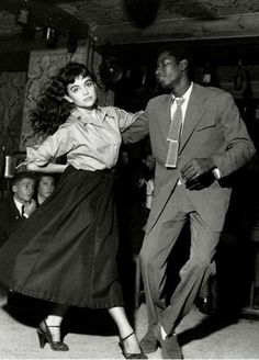 Swing….    Photo by Robert Doisneau, 1951