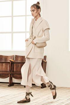 Max Mara Pre-Fall 2019 Fashion Show- Max Mara Pre-Fall 2019 Collection – Vogue Max Mara, Fashion Magazin, Ballet Girls, Inspiration Mode, Fashion Inspiration, Fashion Videos, Fashion Websites, Fashion Show Collection, Models