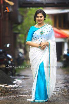 Kerala Saree Blouse Designs, Blouse Designs Silk, Trendy Sarees, Fancy Sarees, Indian Beauty Saree, Indian Sarees, Blue Silk Saree, Sari Design, Saree Trends