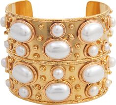 Crafted with a rich pink gold finish and white pearls, the Byzance cuff glows and takes us on a voyage. We suggest pairing it with a bohemian dress or fancy evening look for summer cocktail parties! Cuff Jewelry, I Love Jewelry, Pearl Jewelry, Cuff Bracelets, Jewelry Accessories, Bangles, Jewellery, Burberry, Valentino