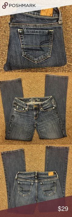 American Eagle Stretch Favorite Boyfriend Jeans 2S American Eagle Stretch Favorite Boyfriend Jeans 2 Short, very good used condition, a tiny bit of fraying of threads at beltloops. American Eagle Outfitters Jeans Boyfriend