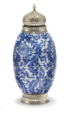 A BLUE-AND-WHITE SILVER-MOUNTED VASE   CHINA FOR THE ISLAMIC MARKET, KANGXI PERIOD, LATE 17TH/EARLY 18TH CENTURY
