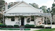 The Estate Trentham is a boutique version of the traditional country house and garden. Beach Cottage Style, Beach Cottage Decor, Brisbane, Melbourne, Australian Homes, Australian Country Houses, Australian Architecture, Modern Rustic Interiors, Beach Cottages