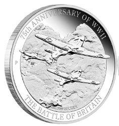 """Trzy myśliwce """"Hawker Hurricane"""" uchwycone podczas walk powietrznych - rewers monety upamiętniającej Bitwę o  Anglię i Dywizjon 303"""